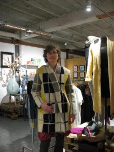 Janny in jas van wollen deken. NyHavn. 8-12-15