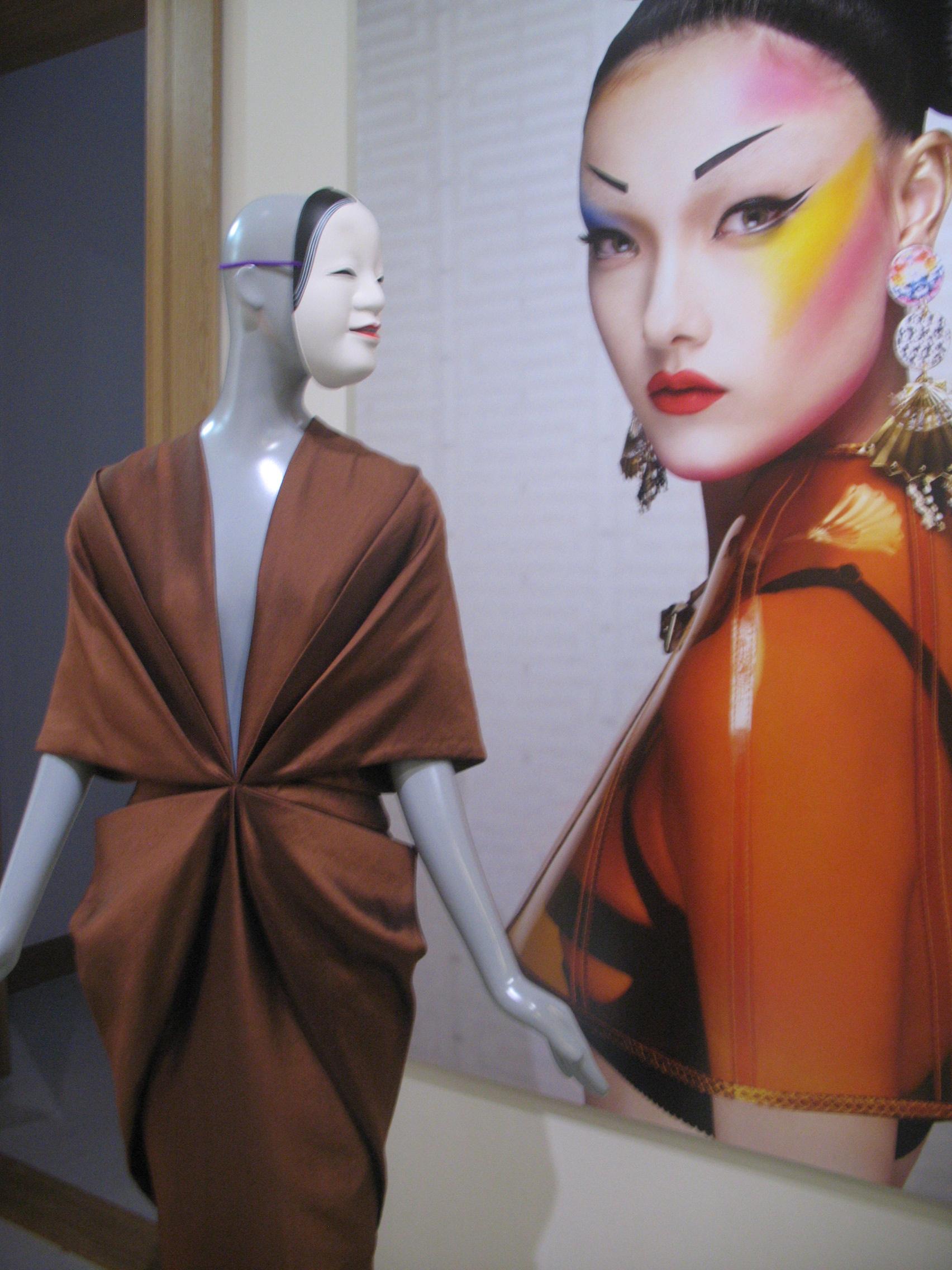 Fetishism in fashion stof tot nadenken janny ter meer - Volwassen kamer trend ...