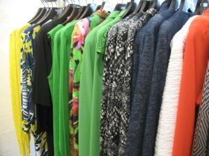 kleurige kleding bij Amigos. juli 2015