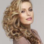 Van 'dom blondje' naar professionele vrouw