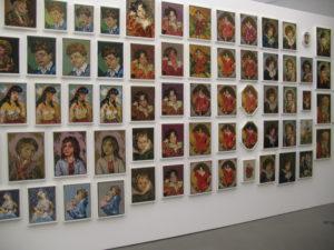 zigeunermeisje en kopjes. borduursels in Fundatie. 24-5-16 (foto Janny ter Meer)